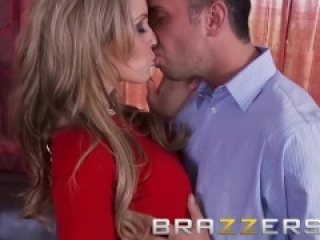 Brazzers - Courtney Cummz & Julia Ann share one lucky cock