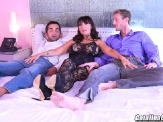 Ms Catalina Cruz enjoys her first 2 guy threeway in Vegas